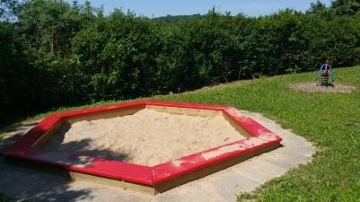 Spielplatz mit Sandkasten